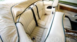 на трассе Астон Мартин Aston Martin Virage Volante 1992. Кликните для просмотра фото автомобиля большего размера.