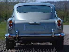 вид спереди Астон Мартин Aston Martin DB5 1965. Кликните для просмотра фото автомобиля большего размера.