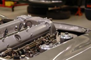 цвет Астон Мартин Aston Martin DB5 1965. Кликните для просмотра фото автомобиля большего размера.