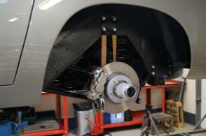 на трассе Астон Мартин Aston Martin DB5 1965. Кликните для просмотра фото автомобиля большего размера.