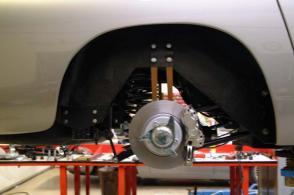 на дороге Астон Мартин Aston Martin DB5 1965. Кликните для просмотра фото автомобиля большего размера.