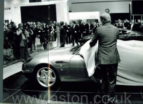 красивый Астон Мартин Aston Martin DB AR1 2004. Кликните для просмотра фото автомобиля большего размера.