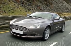 фото Астон Мартин Aston Martin AM DB9 Coupe 2007. Кликните для просмотра фото автомобиля большего размера.