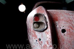 на дороге Астон Мартин Aston Martin DB2/4 Vignale 1954. Кликните для просмотра фото автомобиля большего размера.