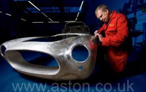 вид сбоку Астон Мартин Aston Martin DB2/4 Vignale 1954. Кликните для просмотра фото автомобиля большего размера.