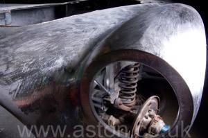 вид сзади Астон Мартин Aston Martin DB2/4 Vignale 1954. Кликните для просмотра фото автомобиля большего размера.