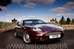 фото Астон Мартин Aston Martin DB7 Coupe 1996. Кликните для просмотра фото автомобиля большего размера.