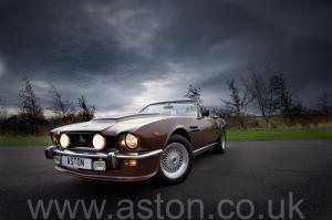 купить Астон Мартин Aston Martin V8 Volante 1985. Кликните для просмотра фото автомобиля большего размера.