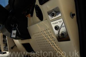 красивый Астон Мартин Aston Martin V8 Volante 1985. Кликните для просмотра фото автомобиля большего размера.
