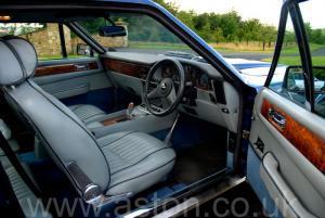 на трассе Астон Мартин Aston Martin V8 Coupe 1986. Кликните для просмотра фото автомобиля большего размера.