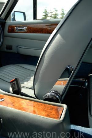 салон Астон Мартин Aston Martin V8 Coupe 1986. Кликните для просмотра фото автомобиля большего размера.