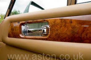 фотография Астон Мартин Aston Martin Vantage X-Pack 1989. Кликните для просмотра фото автомобиля большего размера.