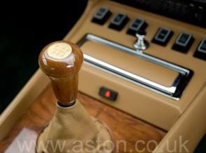 роскошный Астон Мартин Aston Martin Vantage X-Pack 1989. Кликните для просмотра фото автомобиля большего размера.