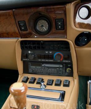 на трассе Астон Мартин Aston Martin Vantage X-Pack 1989. Кликните для просмотра фото автомобиля большего размера.