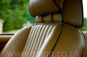 на дороге Астон Мартин Aston Martin Vantage X-Pack 1989. Кликните для просмотра фото автомобиля большего размера.