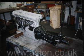 вид сбоку Астон Мартин Aston Martin DB5 Vantage Spec 1965. Кликните для просмотра фото автомобиля большего размера.