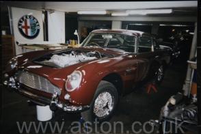 вид сзади Астон Мартин Aston Martin DB5 Vantage Spec 1965. Кликните для просмотра фото автомобиля большего размера.