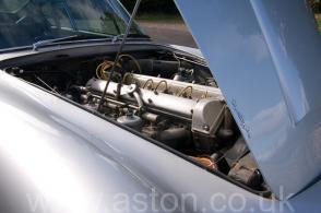 фотография Астон Мартин Aston Martin DB6 1967. Кликните для просмотра фото автомобиля большего размера.