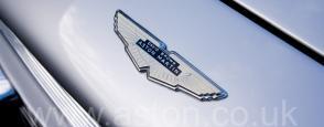 на дороге Астон Мартин Aston Martin DB6 1967. Кликните для просмотра фото автомобиля большего размера.