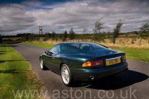 на трассе Астон Мартин Aston Martin DB7 Coupe 1997. Кликните для просмотра фото автомобиля большего размера.