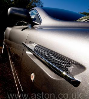 фотография Астон Мартин Aston Martin DB9 2005. Кликните для просмотра фото автомобиля большего размера.