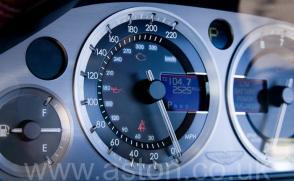 обзор Астон Мартин Aston Martin DB9 2005. Кликните для просмотра фото автомобиля большего размера.
