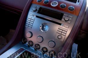 роскошный Астон Мартин Aston Martin DB9 2005. Кликните для просмотра фото автомобиля большего размера.