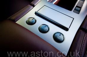 на трассе Астон Мартин Aston Martin DB9 2005. Кликните для просмотра фото автомобиля большего размера.