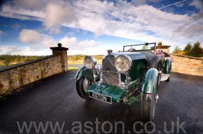 красивый Астон Мартин Aston Martin Лагонда (Lagonda 2-Litre Supercharged Tourer) 1932. Кликните для просмотра фото автомобиля большего размера.