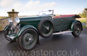 на трассе Астон Мартин Aston Martin Лагонда (Lagonda 2-Litre Supercharged Tourer) 1932. Кликните для просмотра фото автомобиля большего размера.