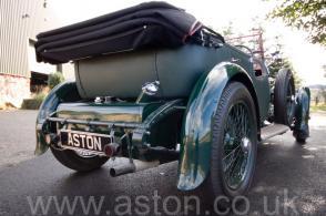 на дороге Астон Мартин Aston Martin Лагонда (Lagonda 2-Litre Supercharged Tourer) 1932. Кликните для просмотра фото автомобиля большего размера.
