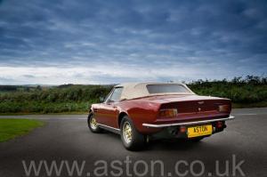 обзор Астон Мартин Aston Martin V8 Volante 1980. Кликните для просмотра фото автомобиля большего размера.