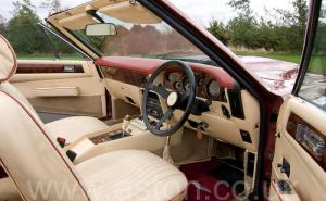 на трассе Астон Мартин Aston Martin V8 Volante 1980. Кликните для просмотра фото автомобиля большего размера.