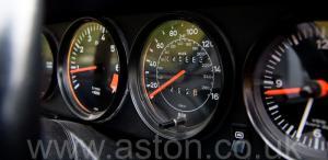 на дороге Порше Porsche 911 SC Coupe 1982. Кликните для просмотра фото автомобиля большего размера.