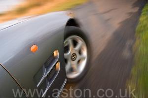 цвет Астон Мартин Aston Martin V8 Volante - LWB 2000. Кликните для просмотра фото автомобиля большего размера.