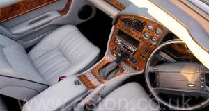 на трассе Астон Мартин Aston Martin V8 Volante - LWB 2000. Кликните для просмотра фото автомобиля большего размера.