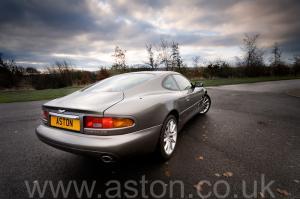 на трассе Астон Мартин Aston Martin DB7 Vantage 2004. Кликните для просмотра фото автомобиля большего размера.