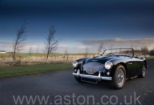 на дороге Austin Healey 100M 1955. Кликните для просмотра фото автомобиля большего размера.
