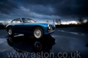 фотография Астон Мартин DB2/4 Mk 1 1955. Кликните для просмотра фото автомобиля большего размера.
