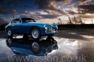 фото Астон Мартин DB2/4 Mk 1 1955. Кликните для просмотра фото автомобиля большего размера.