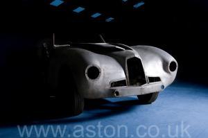 фотография Астон Мартин DB1 1950. Кликните для просмотра фото автомобиля большего размера.