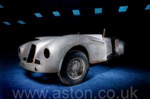 вид Астон Мартин DB1 1950. Кликните для просмотра фото автомобиля большего размера.
