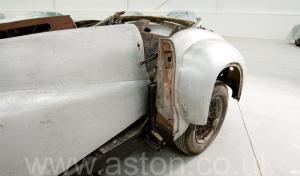 на трассе Астон Мартин DB1 1950. Кликните для просмотра фото автомобиля большего размера.