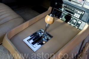 фотография Астон Мартин DBS V8 1972. Кликните для просмотра фото автомобиля большего размера.