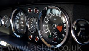 вид Астон Мартин DBS V8 1972. Кликните для просмотра фото автомобиля большего размера.