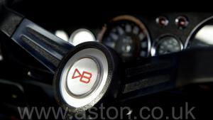 роскошный Астон Мартин DBS V8 1972. Кликните для просмотра фото автомобиля большего размера.