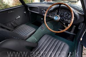 вид сбоку Астон Мартин DB4 GT Zagato 1960. Кликните для просмотра фото автомобиля большего размера.