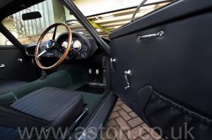 вид спереди Астон Мартин DB4 GT Zagato 1960. Кликните для просмотра фото автомобиля большего размера.