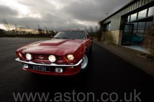 вид Астон Мартин V8 Coupe 1976. Кликните для просмотра фото автомобиля большего размера.