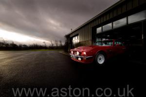 роскошный Астон Мартин V8 Coupe 1976. Кликните для просмотра фото автомобиля большего размера.